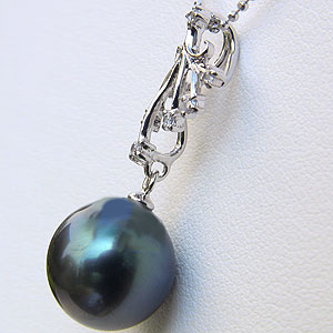 タヒチ黒蝶真珠:ペンダントトップ:K18WG:ホワイトゴールド:グリーン系:ダイヤモンド:0.07ct