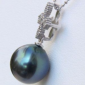 タヒチ黒蝶真珠:ペンダントトップ:K18WG:ホワイトゴールド:グリーン系:ダイヤモンド:0.06ct