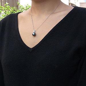 タヒチ黒蝶真珠:ペンダントトップ:K18WG:ホワイトゴールド:グリーン系:ダイヤモンド:0.10ct