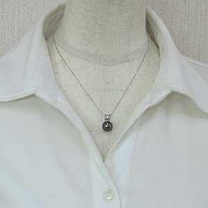 真珠 ブラックパール ペンダントトップ タヒチ黒蝶真珠 PT900 プラチナ 真珠の直径10mm グリーン系 ダイヤモンド 3石 計0.05ct ペンダントトップ