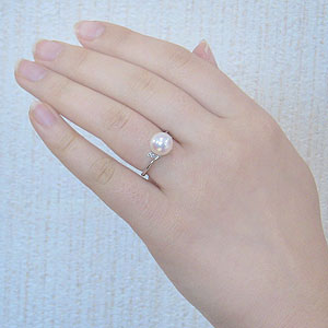 真珠:パール:リング:あこや本真珠:真珠の直径:約8.5mm:アコヤ本真珠:ダイヤモンド:2石:0.02ct:PT900:プラチナ:指輪