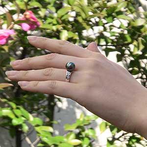 タヒチ黒蝶真珠:リング:PT900プラチナ:グリーン系