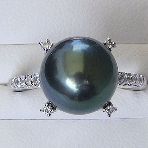 パール:タヒチ黒蝶真珠:指輪:ダイヤモンド0.18ct:K18WG:ホワイトゴールド:リング:グリーン系:11mm:ラウンド形