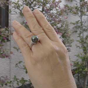 真珠パール リング タヒチ黒蝶真珠 K18WG ホワイトゴールド ダイヤモンド 14石 合計0.31ct 真珠の径 11mm グリーン系 6月誕生石 指輪