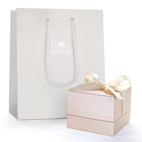 結婚指輪をペアでご購入のお客様には特製マリッジリングケースにリングをお入れします