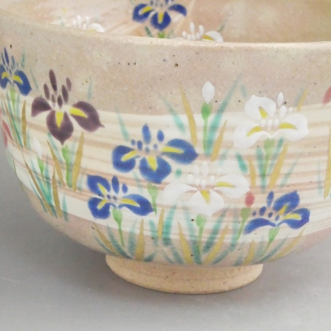 色絵菖蒲抹茶碗