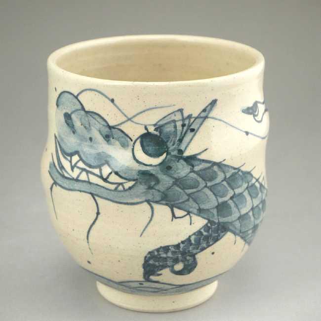 清水焼京焼の龍の画が描かれた湯呑み