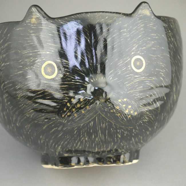 ネコ型の茶碗