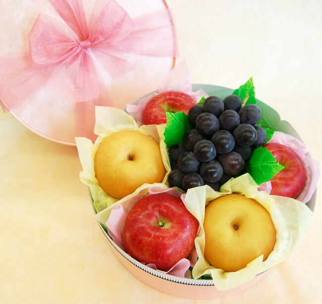 【お祝いや内祝い、秋のギフトに】りんご、梨、ぶどうの入ったラッピング果物セット