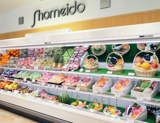 季節のフルーツの香り広がる店内でお買い物をお楽しみくださいませ。