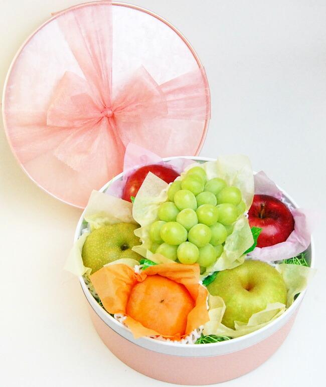 【お祝いや内祝い、秋のギフトに】りんご、梨、ぶどう、柿の入ったラッピング果物セット