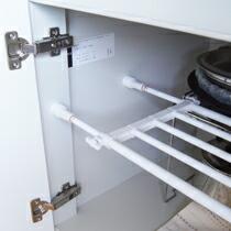 壁の段差や障害物を気にせず設置!*つっぱり伸縮棚