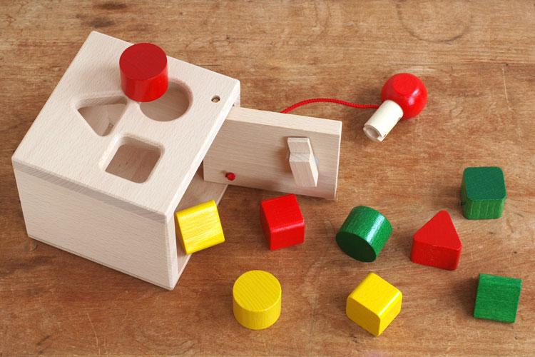 子供が夢中になる海外生まれの知育おもちゃのおすすめが知りたいです。