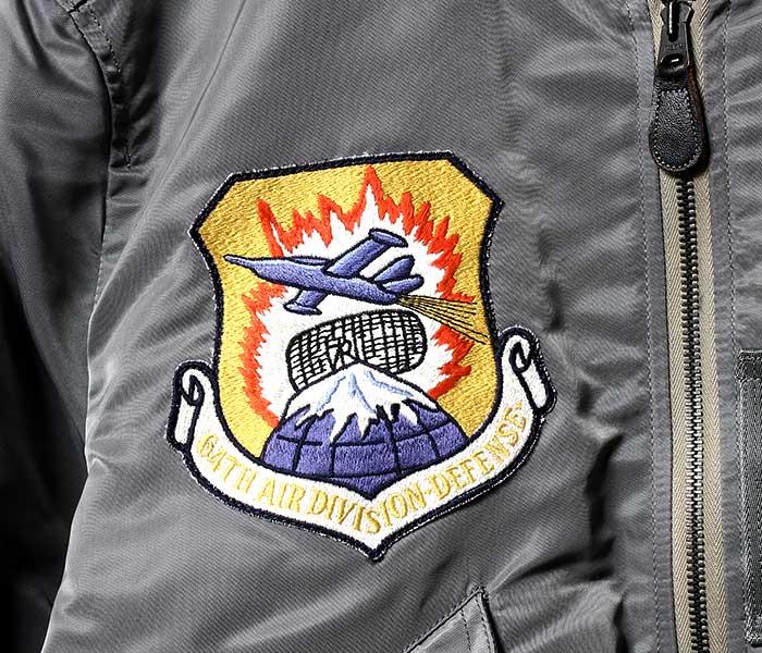 トイズマッコイ TOYS McCOY 日本製 L-2B ナイロン フライトジャケット 61st FIGHTER SQDN カスタム TYPE L-2B BLUE ANCHOR OVERALL Co., INC モデル (TMJ1904)