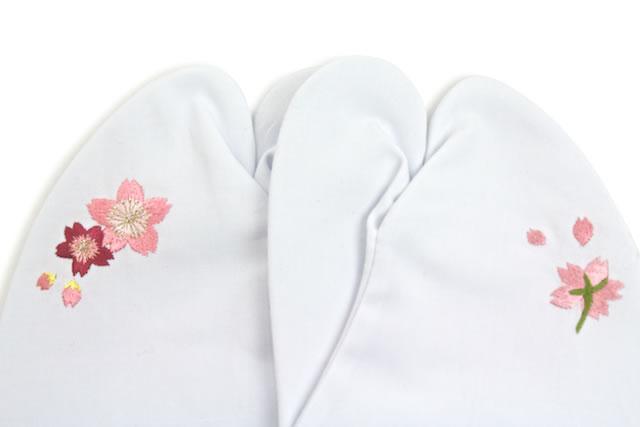 カジュアル着物と合わせたい刺繍足袋