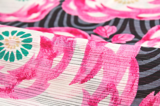 涼しい綿絽素材の女性浴衣