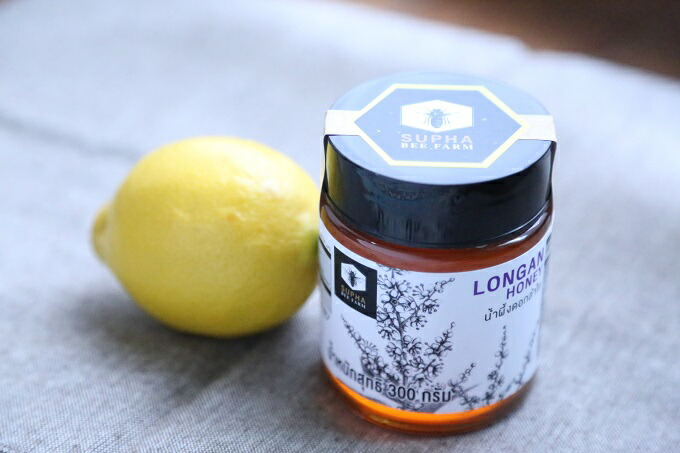 It is use Thailand product single-mindedness honey longan Chinese medicine  crude drug honey lemon in a Ron cancer field of flowers 100% honey