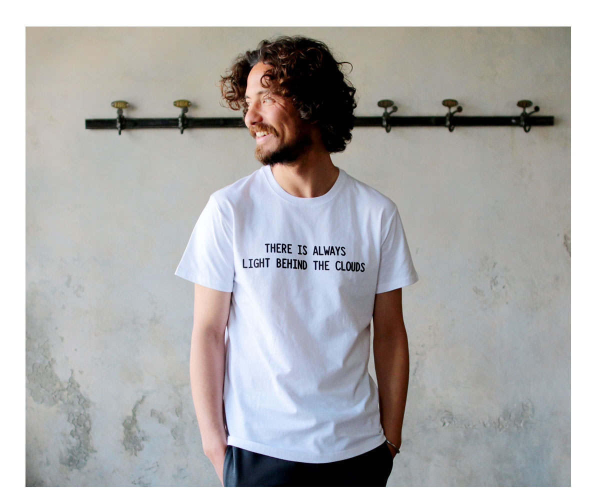 Tシャツ メンズ「THERE IS ALWAYS LIGHT BEHIND THE CLOUDS」F柄