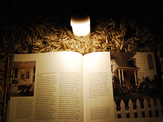 お休み前のくつろぐひとときに、木のタッチパネル照明