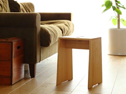 椅子にも、テーブルにも、踏み台にもなる