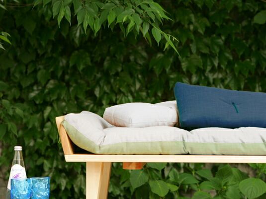 椅子に座る快適さと、低い暮らしの両立を
