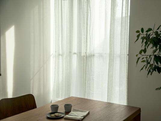 心地の良い部屋を作る、リネンのガーゼカーテン