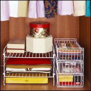 奥行や高さを利用して、衣類を取り出しやすく収納!