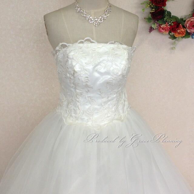 a16ac4de9f419 商品説明結婚式 披露宴の二次会や、海外挙式などで映える 高級感があるデザインのドレス! 背中編み上げタイプなので、ご自身の体のラインに沿ってサイズを微調整でき  ...