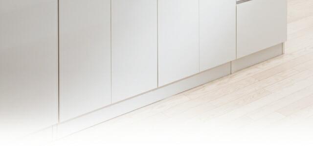 引出にはスライドレール付きなので出し入れもスムーズ。見た目もシンプルでスタイリッシュ。だからキッチンの隙間やリビングの隙間にピッタリ収まります。