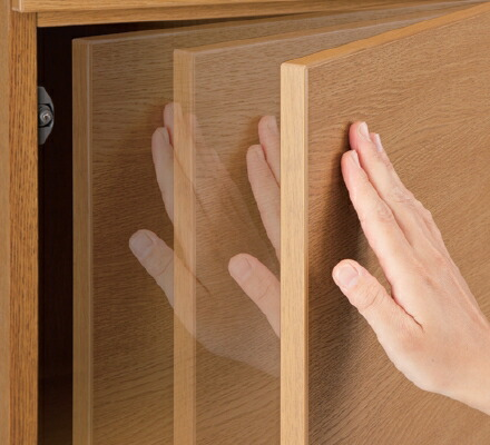 片手でワンタッチ開閉。プッシュラッチ扉
