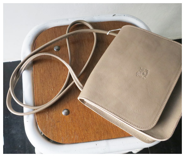 IL BISONTE(イルビゾンテ) ショルダーバッグ 54192300210の商品ページです。