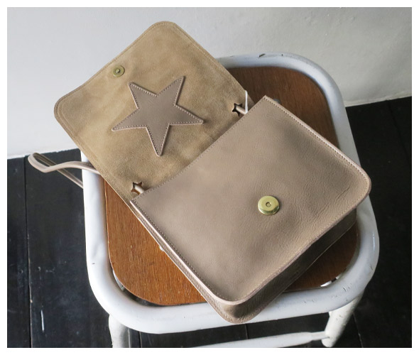 IL BISONTEのバッグの詳細画像