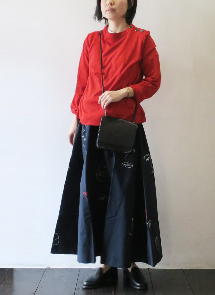IL BISONTEのバッグのモデル着用画像