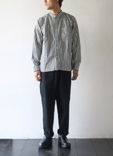 TIGRE BROCANTEのパンツのモデル着用画像