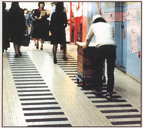 滑り止めテープ屋外タイル階段使用イメージ