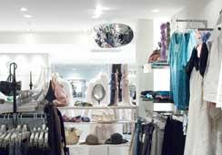 店舗内での作業効率を高める安全防犯ミラー設置例