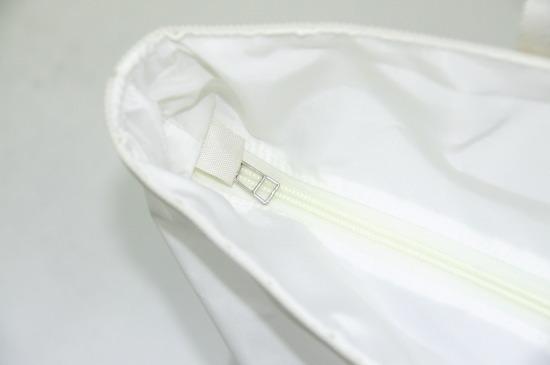 中へ折り込み式インナージップはホワイトのクロスが使用されています