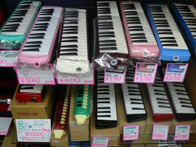 鍵盤ハーモニカ、多数展示しています!