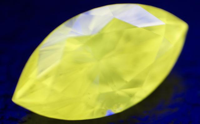 天然カメレオンダイヤモンド画像 (イエローダイヤモンド)