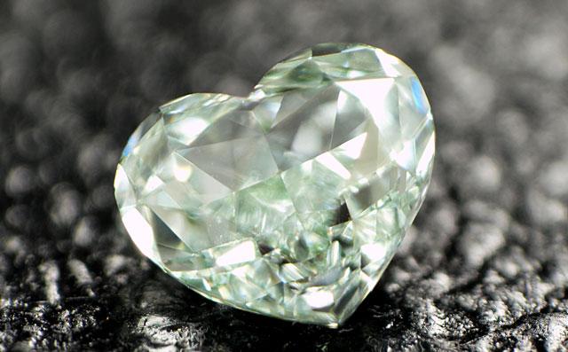 ブルーイッシュ・グリーンダイヤモンド画像
