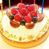 ホワイトバースデーケーキ