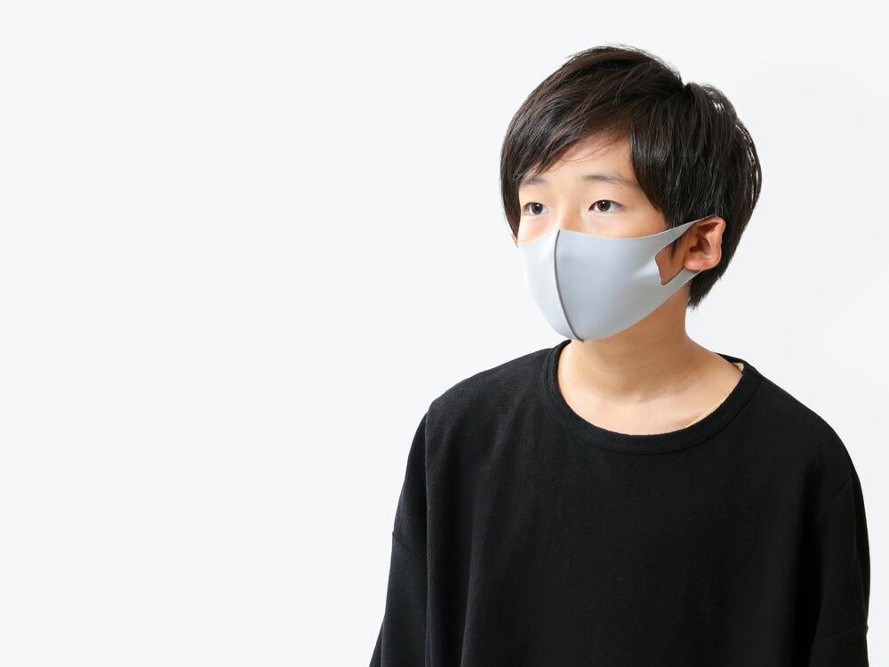 8つの機能を持つ、洗って使えるスポーツ素材の子ども用マスク