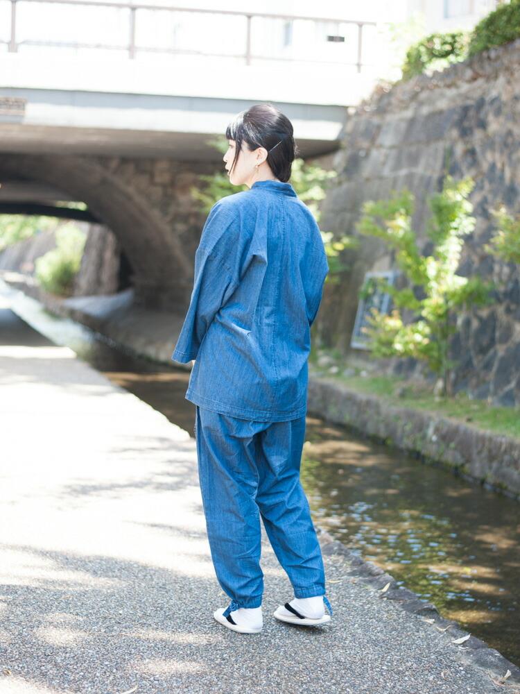 デニムで作られたストレッチ性のあるおしゃれなレディース作務衣