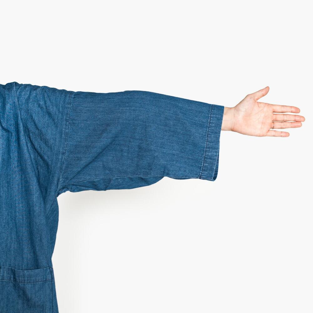 ストレッチ性のあるゆったりした袖の作務衣