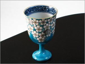 桜花紋ブルーワイングラス