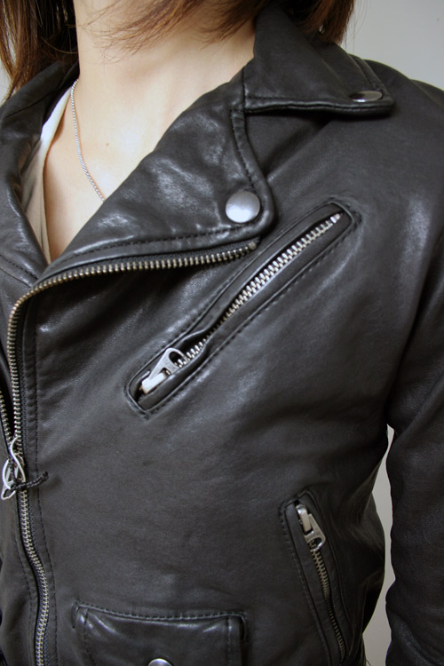 Shrinking leather jacket