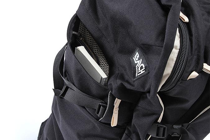 9f8e2b7994 ...  トップとフロントにそれぞれジッパーポケットを各1つずつ配置。フロントのポケットはメインコンパートメント側からもアクセスできるようになっており、外出時や  ...
