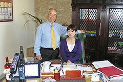創業者の故カミッロ・デ・ユリウス氏とともに社長室で