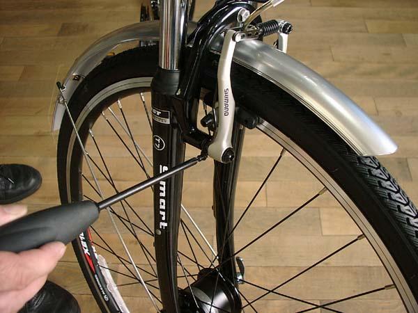 自転車ブレーキ調整前輪