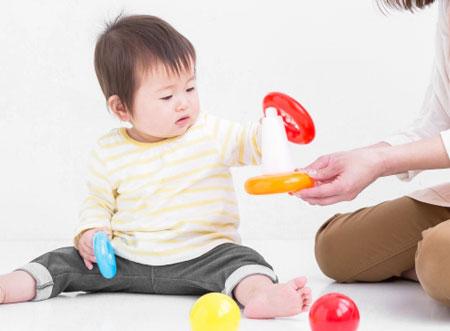 子供と遊ぶ風景